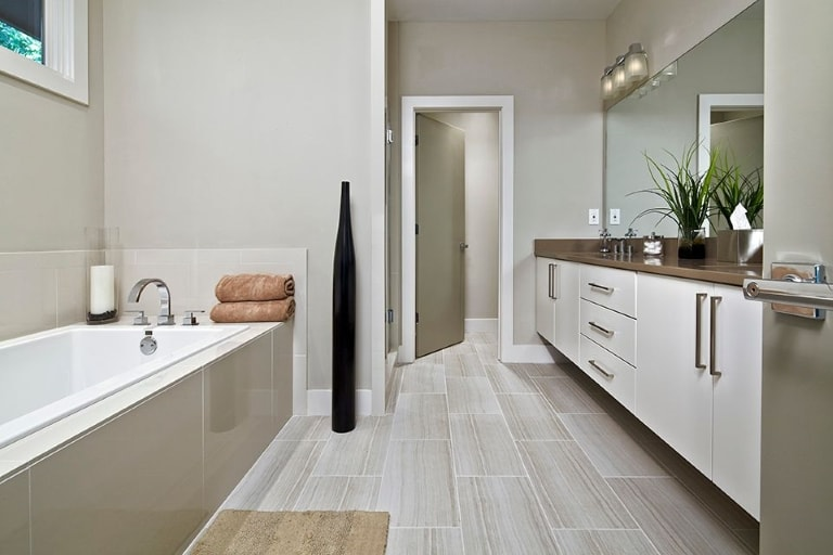 Full cleaning service housekeeper services janitorial for Bathroom cleaning companies